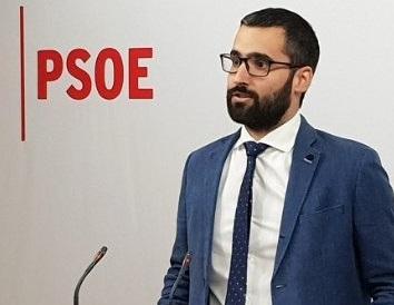 El PSOE pide la comparecencia del consejero de Salud sobre el contrato de adjudicación de las ambulancias