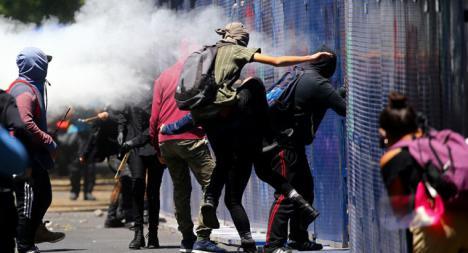Un grupo de encapuchados atacan la Embajada de EEUU en México