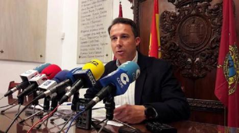 """Fulgencio Gil """"fuerza"""" la celebración de un Pleno para que el Ayuntamiento pague inmediatamente a comerciantes, autónomos y hosteleros las ayudas de 2.000€ """"que tiene retenidas desde hace 5 meses"""""""
