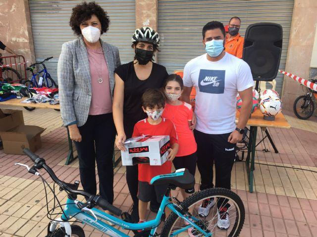 """Más de 400 participantes se dan cita en una nueva edición del ciclopaseo """"En forma pedaleando"""