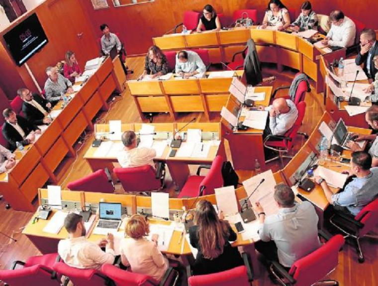 El PP 'logra' sacar adelante su moción en defensa de la libertad educativa y religiosa, y el Ayuntamiento exige a la Ministra de Educación que se retracte de sus palabras