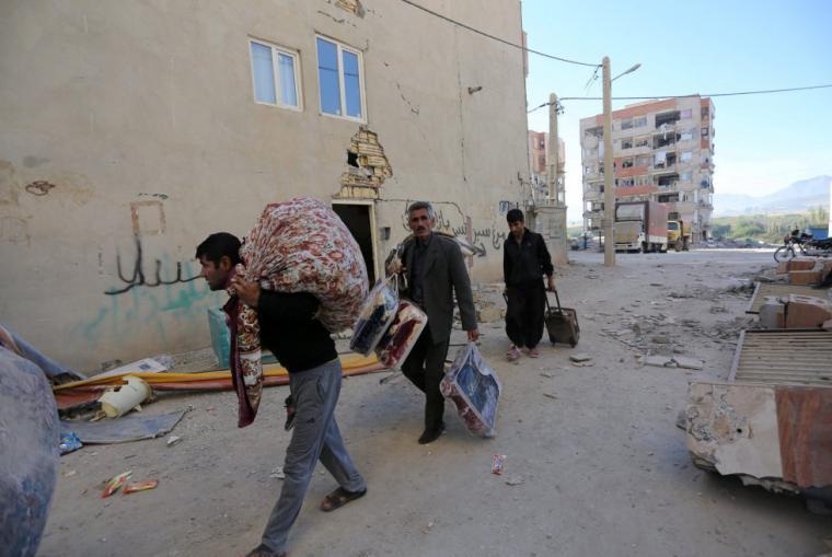 Más de 300 los muertos por el terremoto en la frontera entre Irán e Irak