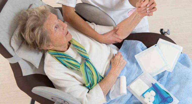 CSIF denuncia la falta de actualización de las bolsas del SAS en las categorías de Enfermería, TCAE y celadores