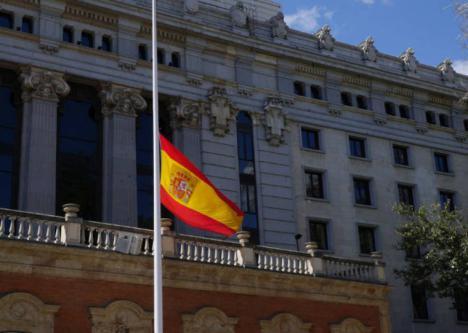 El PP de Lorca sigue las consignas de Casado y propone que las banderas ondeen a media asta en los edificios municipales como señal de solidaridad y luto por los fallecidos a causa del coronavirus