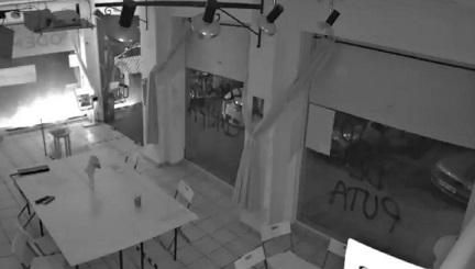 Atentan con artefactos incendiarios contra la sede de Podemos en Cartagena