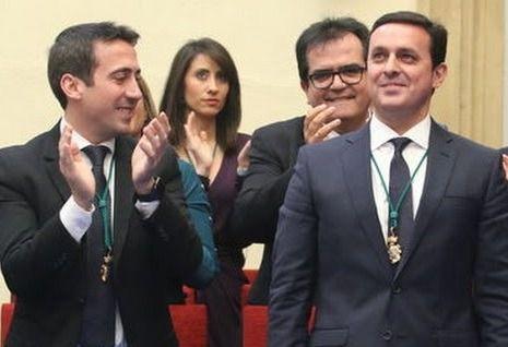 Oscar Liria ( ex-vicepresidente de la Diputación detenido por la UDEF) aplaudiendo a su presidente