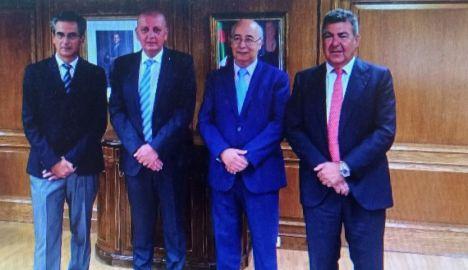 El embajador de Argelia en España, Toufik Milat, ha recibido esta mañana al equipo de Plysa, liderado por Carlos Bertomeu, presidente de Air Nostrum y máximo accionista de la compañía de extinción de incendios.