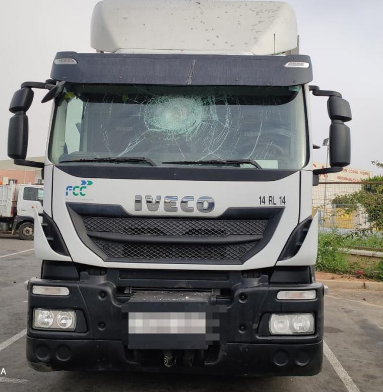 Encapuchados atacan a pedradas a los trabajadores del servicio de recogida de residuos de Almería a la altura del Puche