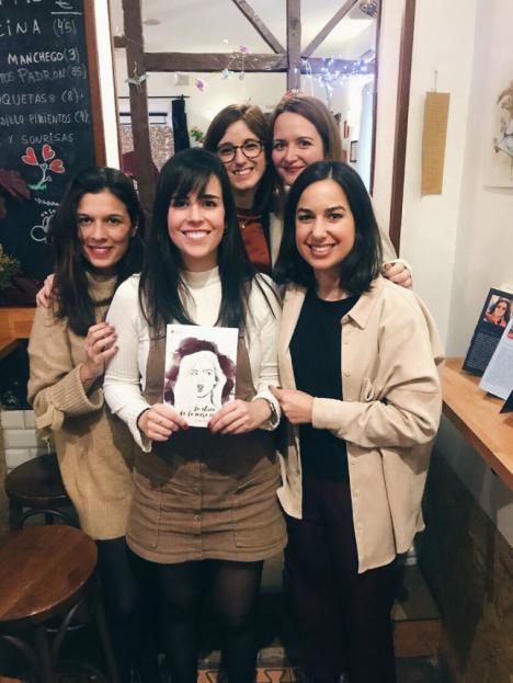 """""""La chica de la mesa cuatro"""", un libro que despierta las preguntas, ideas, pensamientos y recuerdos de los lectores"""