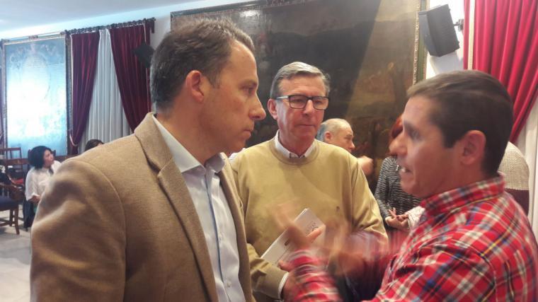 El Alcalde y el Presidente de Ucomur mantienen una reunión de trabajo con los empleados afectados por el cierre de Coopbox para analizar la constitución de una cooperativa