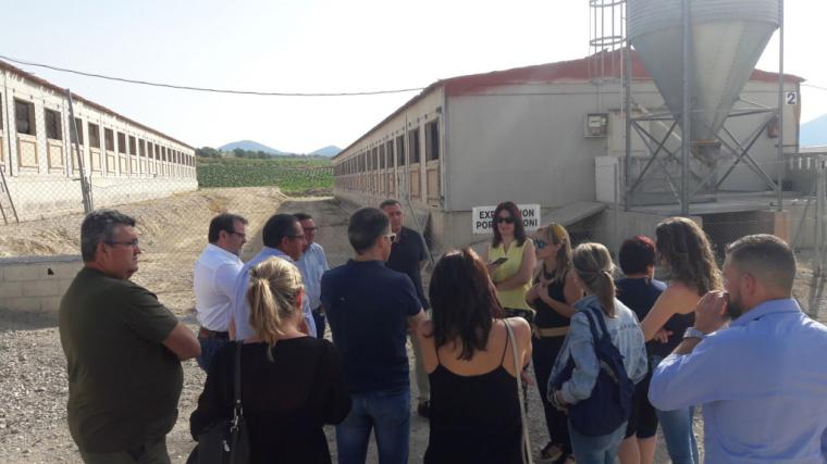 Los criadores de porcino de Lorca organizan una jornada de concienciación para dar a conocer la modernización de sus granjas