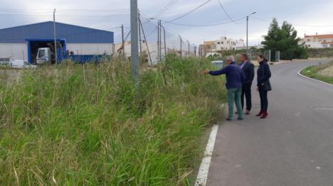 El PP se une a los vecinos de la zona para reclamar al Ayuntamiento la limpieza y desbroce urgente de las cunetas del camino Carretas, en la diputación de Río