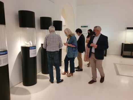La delegada territorial de Cultura y Patrimonio Histórico de la Junta en Cádiz, Mercedes Colombo, ha presentado este martes la exposición 'Un museo con mucha historia'
