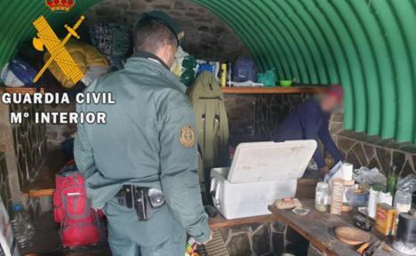 Evacuado en Almería un hombre que permanecía aislado junto a sus dos perros y sin víveres en un refugio cercano a Sierra Nevada