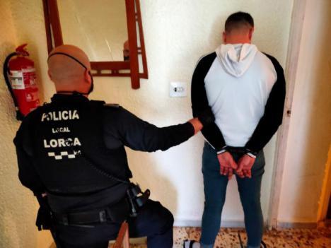 La Policía Local de Lorca detiene a una persona por un delito de robo con intimidación sobre el que además pesaba una orden de búsqueda y captura