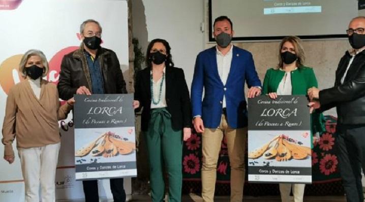 El Ayuntamiento de Lorca patrocina, a través de la Concejalía de Igualdad, el poemario 'Bailar sobre las aguas' de la escritora María Jesús Caro Porlán