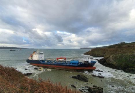 El petrolero 'Blue Star' que encalló en Ares no llevaba carga