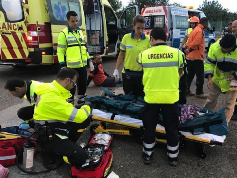 Una colisión en la AP-7 provocada por un coche que circulaba sentido contrario causa un muerto y 14 heridos