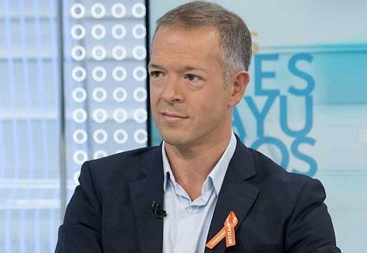 José Bono se querella contra VOX por atacar a su hijo y su pareja, mientras el PSOE valora si llevar a Vox ante los tribunales por acusar al Gobierno de aplicar la eutanasia a mayores