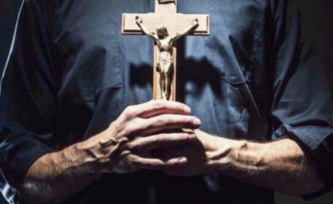 El polémico dosier sobre los sacerdotes italianos entregado a la diócesis de Nápoles involucra a unos 50 sacerdotes y a un obispo