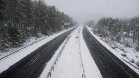 La nieve corta varias carreteras en la Comunitat Valenciana
