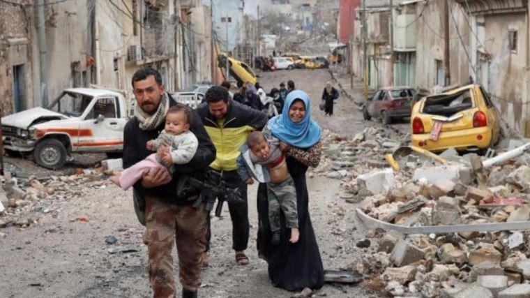 Las fuerzas iraquíes abren vías de escape para que los civiles huyan de Mosul