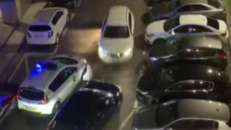 Intento de atropello de varios agentes impactando su vehículo los coches policiales