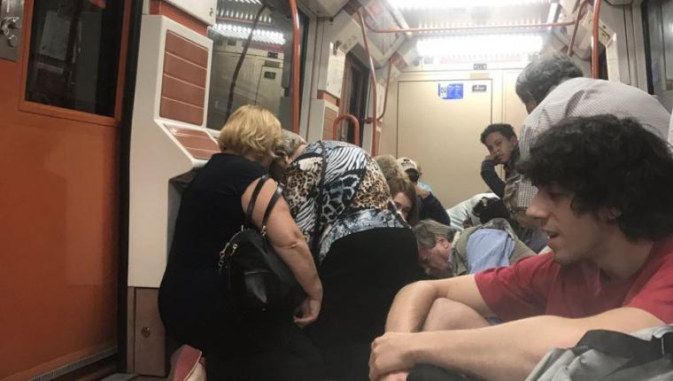 Tres personas han sido rociadas con gas pimienta en una estación de metro de València durante una pelea