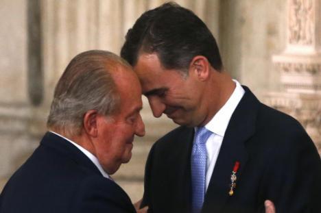 Felipe VI no cuenta con la simpatía de los españoles que le suspenden por primera vez como rey
