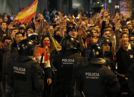 Detectan ultraderechistas infiltrados en los disturbios de Barcelona