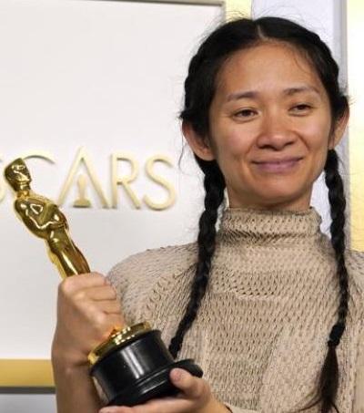 'Nomadland', que partía con seis nominaciones se convierte en la película triunfadora de los Oscar con tres estatuillas, incluida la de mejor película