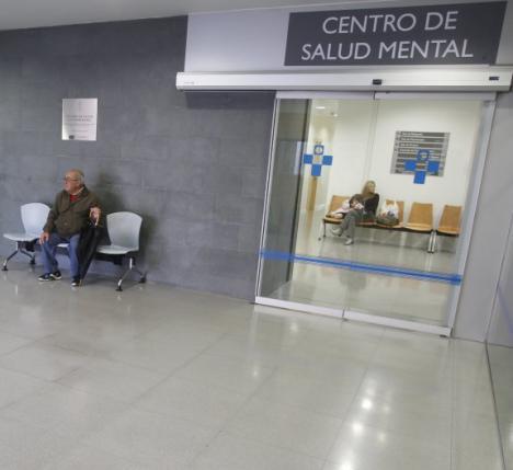 Un paciente de salud mental se corta un dedo para reclamar atención médica