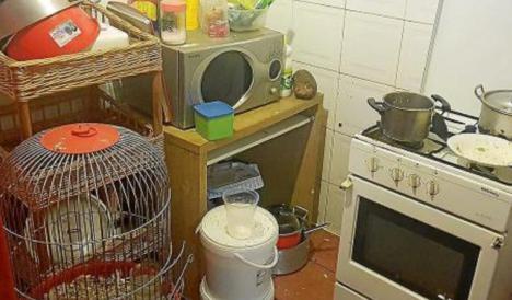 La policía de Baleares encuentra animales enjaulados en la cocina de un restaurante chino de Son Gotleu