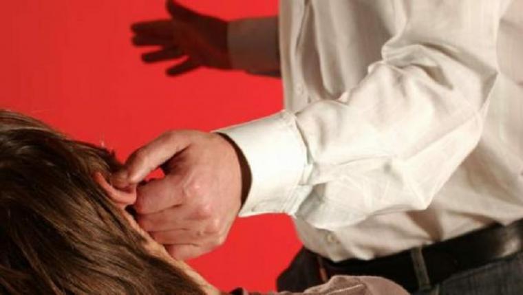 Una menor acuchilla en Torrent al hombre que maltrataba a su madre