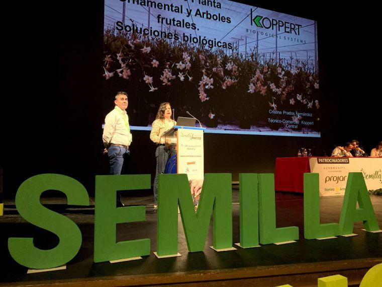 Julián Giner y Cristina Prados, técnicos de Koppert, durante su intervención ayer en el foro Semilla Innova.