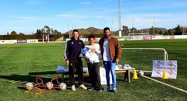 Los alumnos de la Fundación Real Madrid en Puerto Lumbreras reciben sus equipaciones oficiales