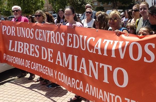 El PSOE denuncia la inacción del Gobierno regional en la retirada del amianto en los centros educativos