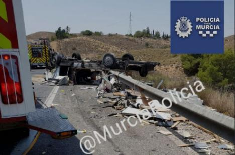 Seis personas resultan heridas en la A-7 en una colisión entre un turismo y una auto-caravana