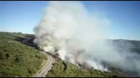 El fuego obliga a cortar de nuevo la A-52 por otro incendio.