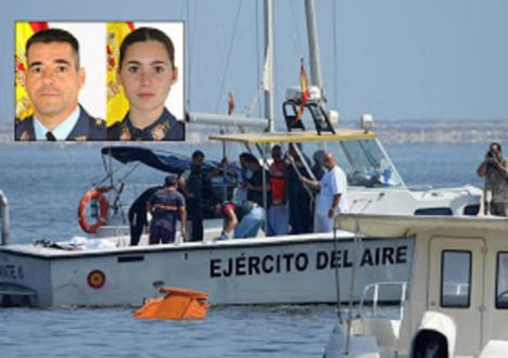 Un instructor de la AGA y una alumna de 3º fallecen al caer al Mar Menor una avioneta militar revisada esta mañana