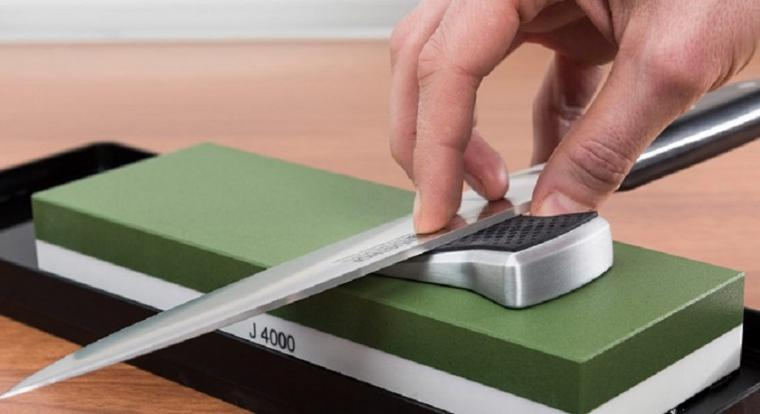 Iglesias afilando cuchillos contra el Psoe