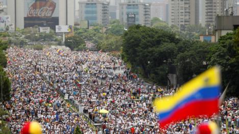 Una marcha a favor de Maduro sale a las calles de Caracas