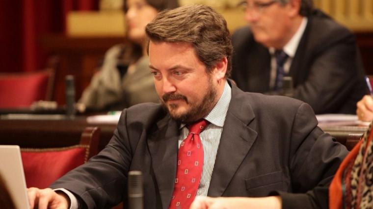 Editorial : PABLO CASADO NECESITA UNA TRANSFUSIÓN
