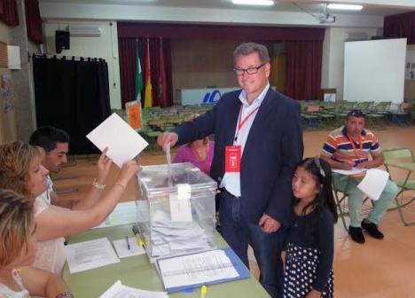 Los tres candidatos a las primarias socialistas de Almería, pasan el filtro de los avales.