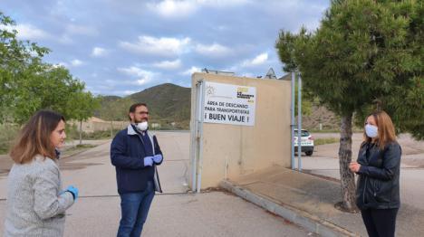 Desde ayer viernes está operativa la zona de descanso habilitada por el Ayuntamiento de Lorca para transportistas y camioneros en el estadio 'Francisco Artés Carrasco'