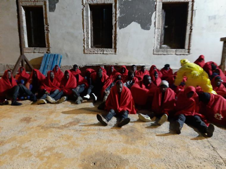 Llegada de una embarcación con 49 migrantes a la isla de Alborán