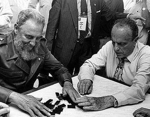 Editorial: Erase una vez, un tipo de apellido Aznar al que le gustaba pasear con Fidel Castro por la Habana y deleitarse viéndole jugar al dominó en Galicia con Manuel Fraga