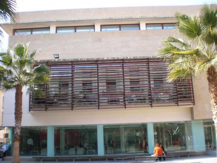 La biblioteca municipal Pilar Barnés de Lorca ofrece nuevos servicios a partir de hoy tras la entrada en la fase 2