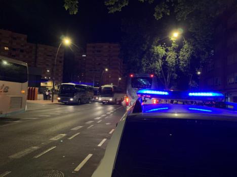 """El Alcalde, Diego José Mateos, ha recordado que """"durante las últimas semanas también se han realizado diferentes repartos de material de protección por parte de Policía Local y del Servicio municipal de Emergencias entre los usuarios del ferrocarril y de los autobuses de línea"""""""