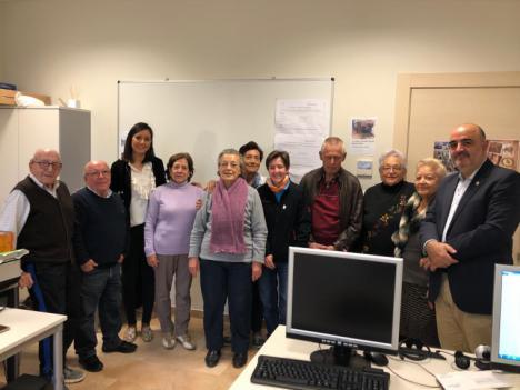 Más de 70 personas participan en los cursos de Nuevas Tecnologías que se imparten de lunes a viernes en el Centro Cívico 'Francisco Méndez' del Barrio de San Cristóbal